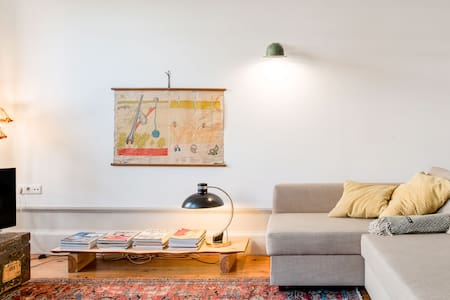 The Home - Walk to Museums and Galleries from a Charming Apartment