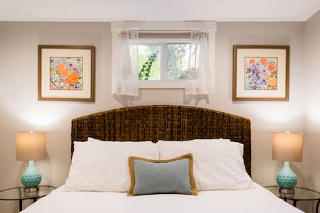 Adorable Guest Suite Minutes from Airport and Beach Park