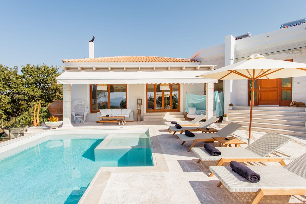 Villa Living with Stunning Views and Spectacular Pool