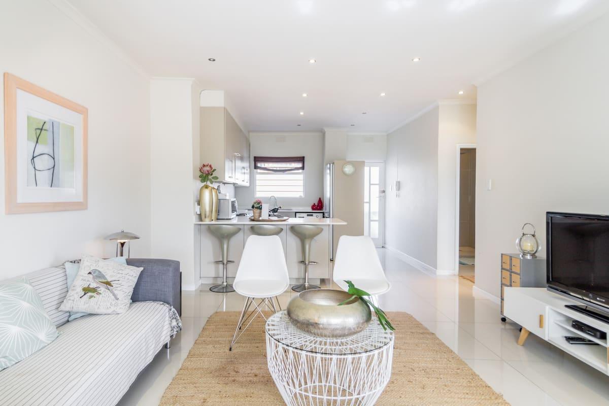 Stunning Modern Light Apartment in Cape Town
