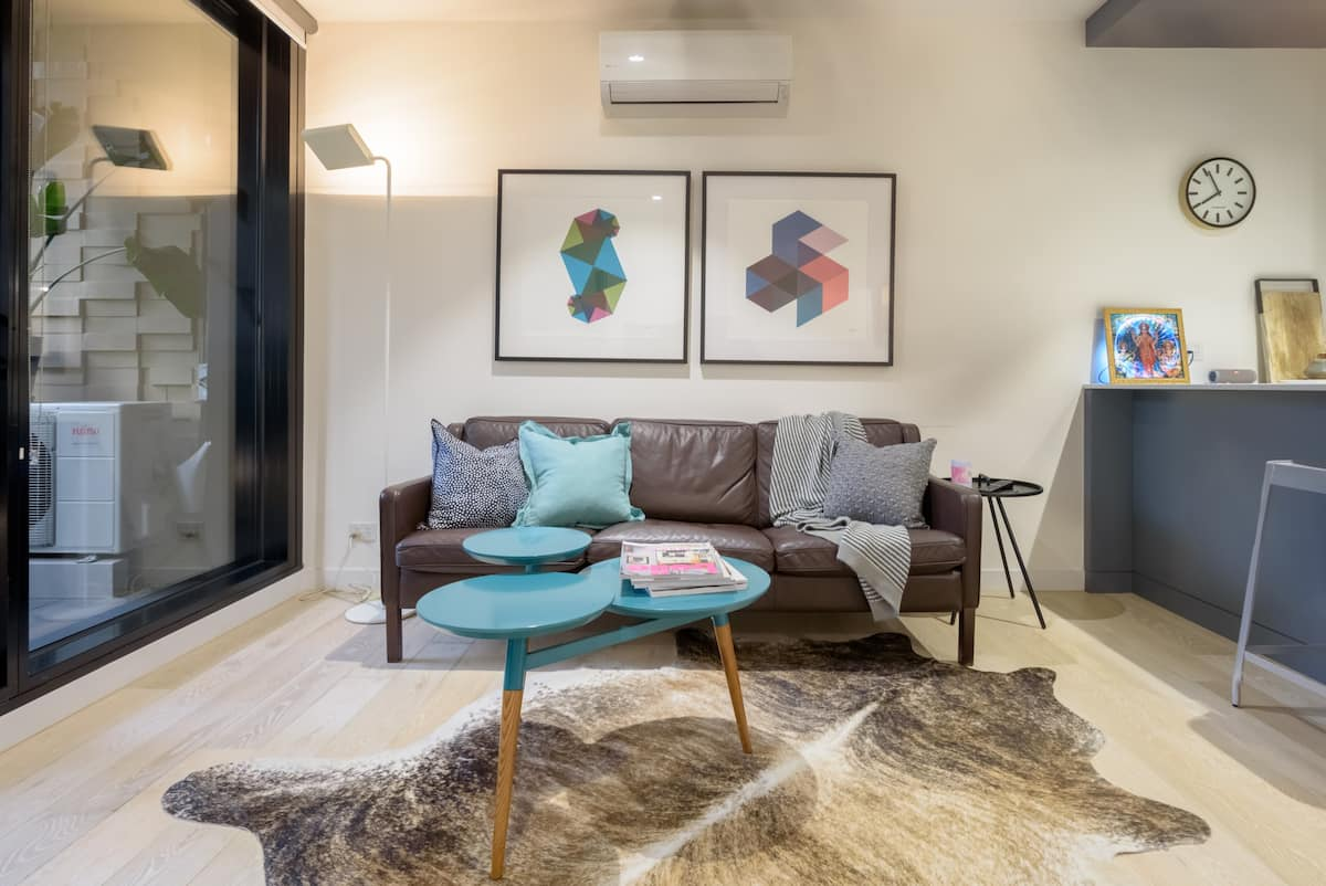 Relax in a Luxurious Designer Apartment in Melbourne's Hottest Precinct.