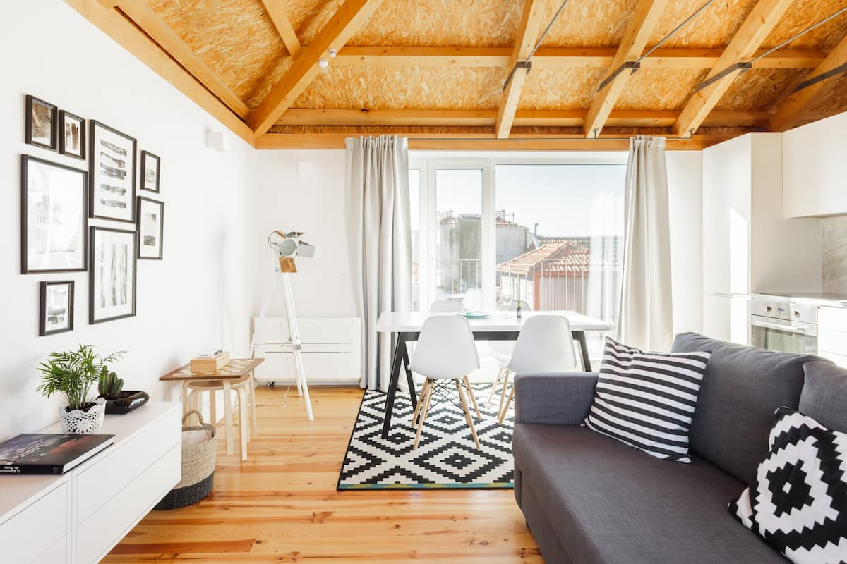 City Center Penthouse with 360° Terrace Steps from Clérigos