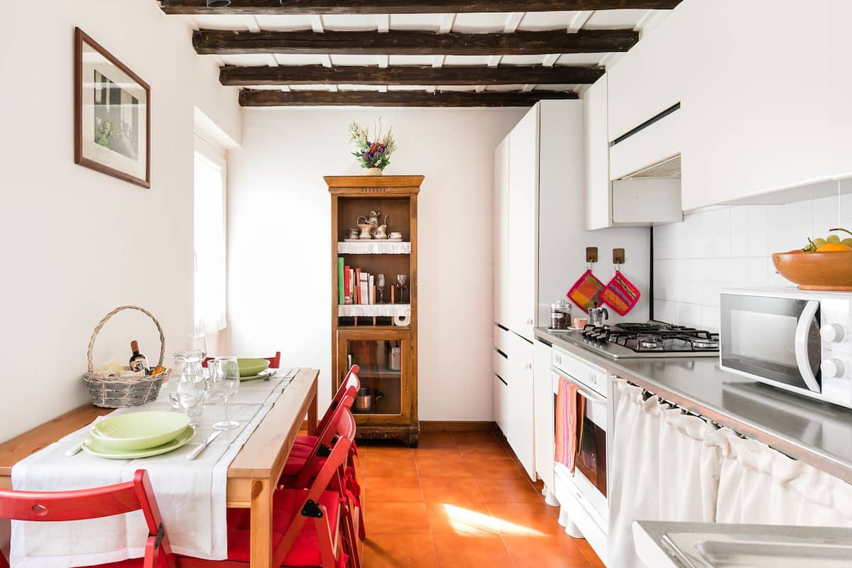 Discover Rome from a Charming Third Floor Flat. Casa del Fico