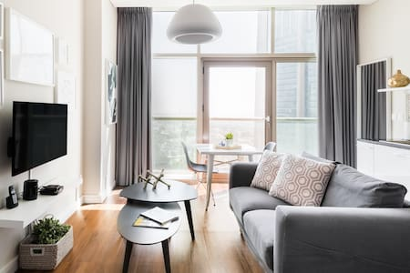 Stylish, High-Floor Studio in the Center of the City Vibe