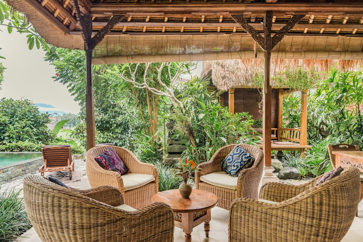 Thatched Poolside Haven on a Garden Estate
