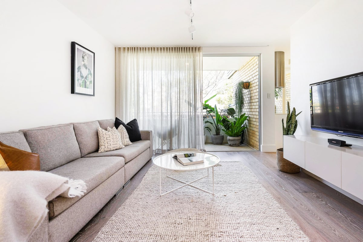 Relax & Unwind in a Beautiful, Stylish Apartment in the Heart of Bondi