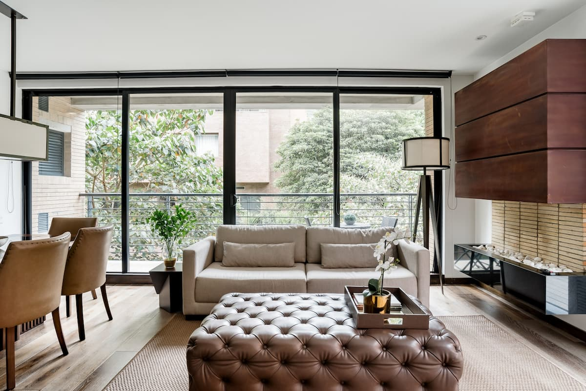 Stunning Terrace and the Ease of an Apartment with Staff