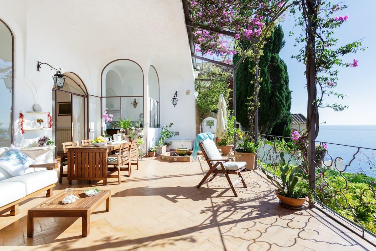 Sontuosa villa con terrazzo panoramico sulla Costiera Amalfitana