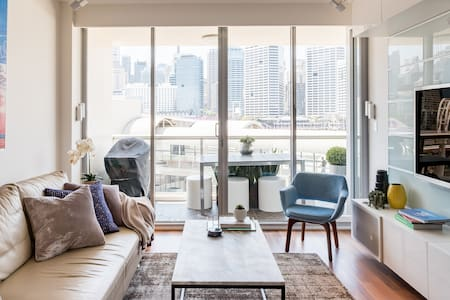 Luxury Apartment Overlooking City and Darling Harbour