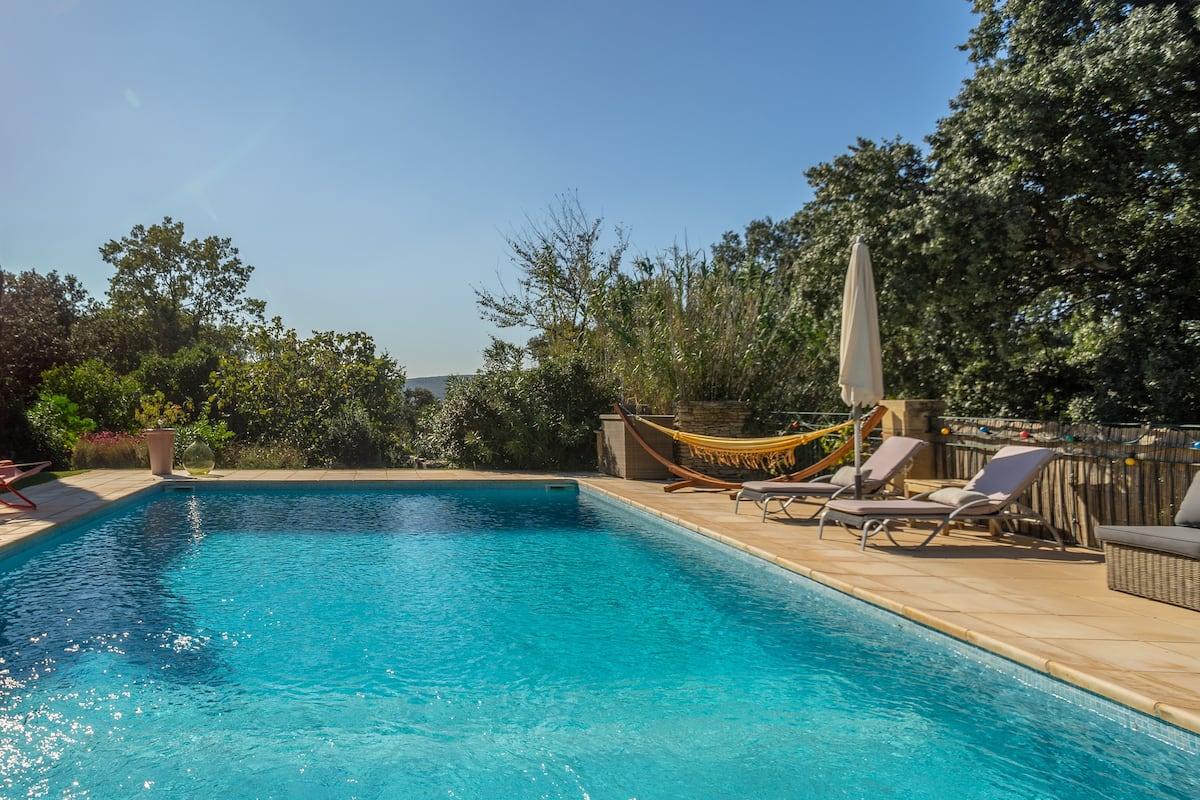 Mazet de charme avec piscine et vue sur le Pont du Gard