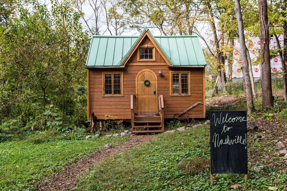 Dreamy Tiny House Cottage Ten Minutes to Downtown