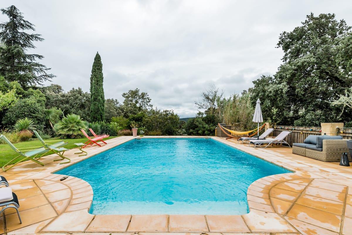 Charmant gîte, l'atelier, avec piscine et vue sur le pont du Gard