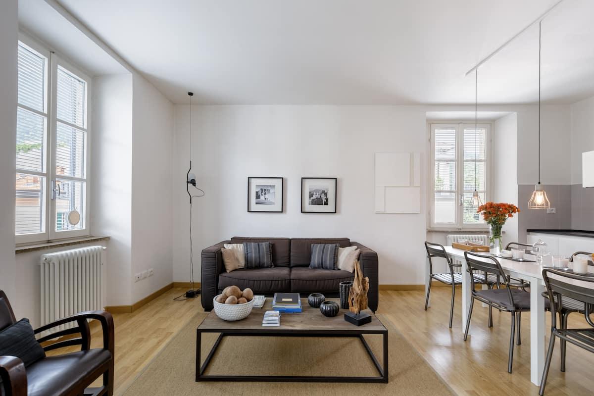 Elegante Appartamento con Pezzi d'Arte e di Design