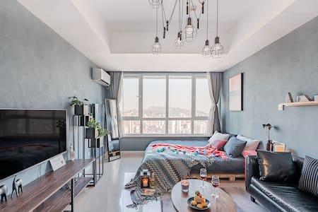 方末  四十一 后现代 五四广场  cbd万达 浴缸  影棚 高层海景度假公寓 点击头像多套可选