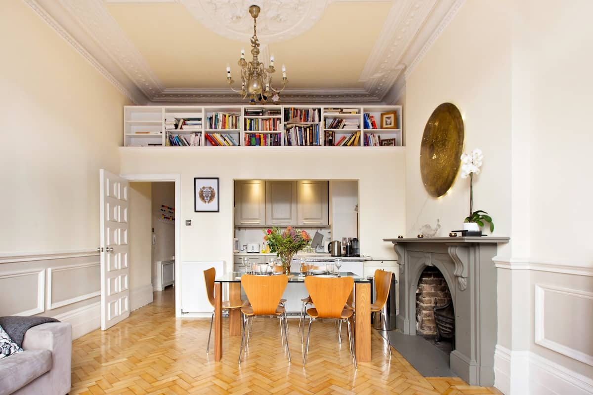 Relax, Eat, Sleep in Style in a Luxury Classic Artsy Apartment in Notting Hill