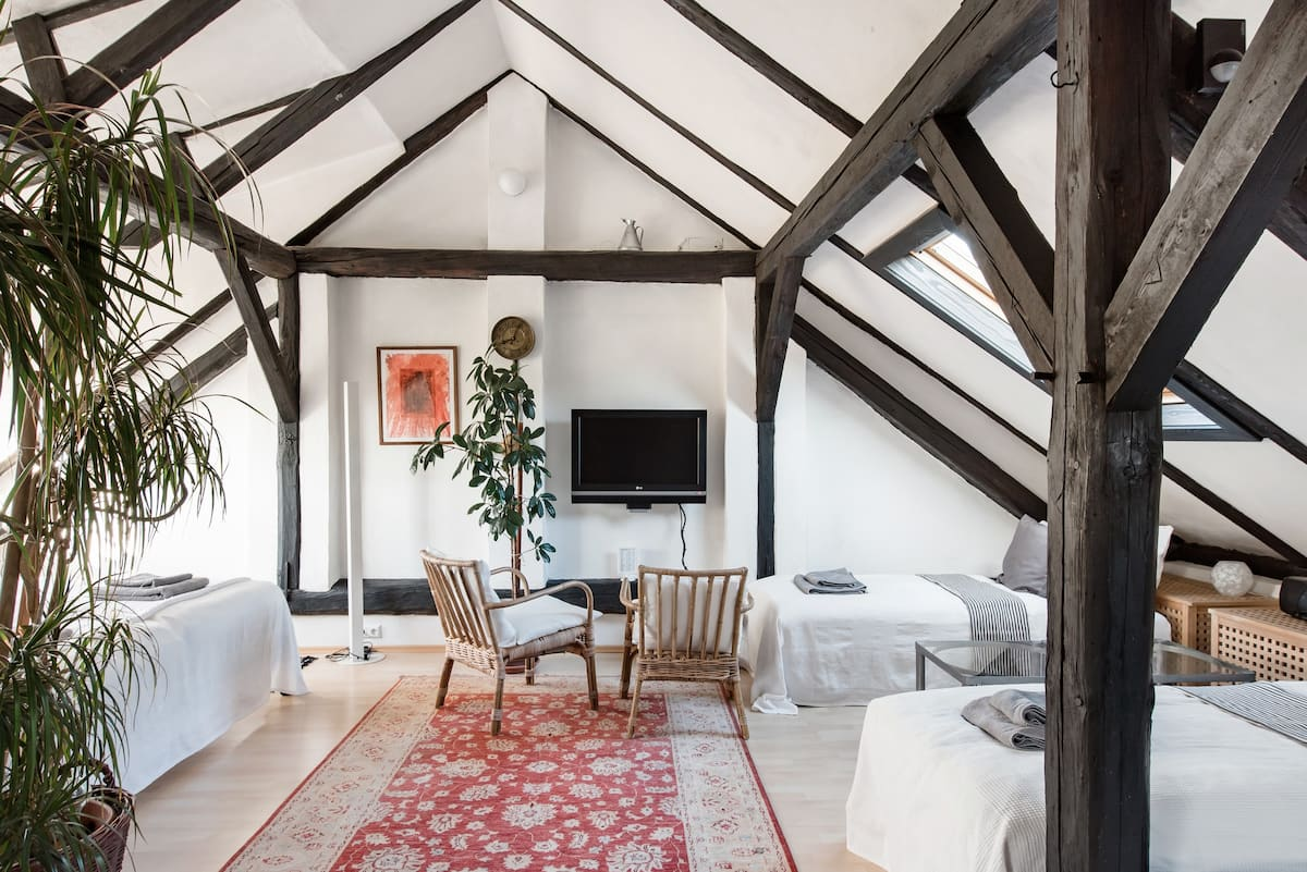 Artful Attic Apartment Near Vienna