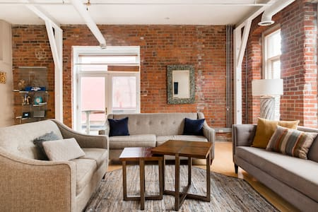 Charming Loft in the Heart of the Old Market.