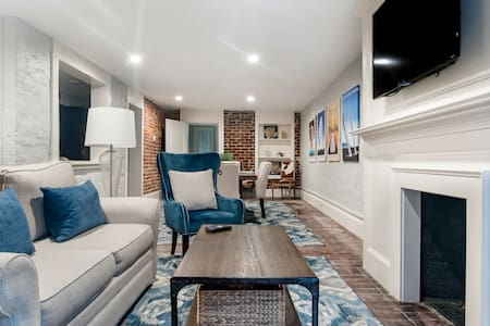 Garden Unit in 1850's Townhome, Steps from Forsyth Park