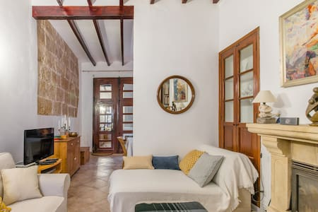 Spacious Room in a 19th–century Townhouse in Javea Historica