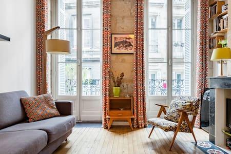 Adorable Studio avec Balcon, au Cœur du Bordeaux XVIIIe