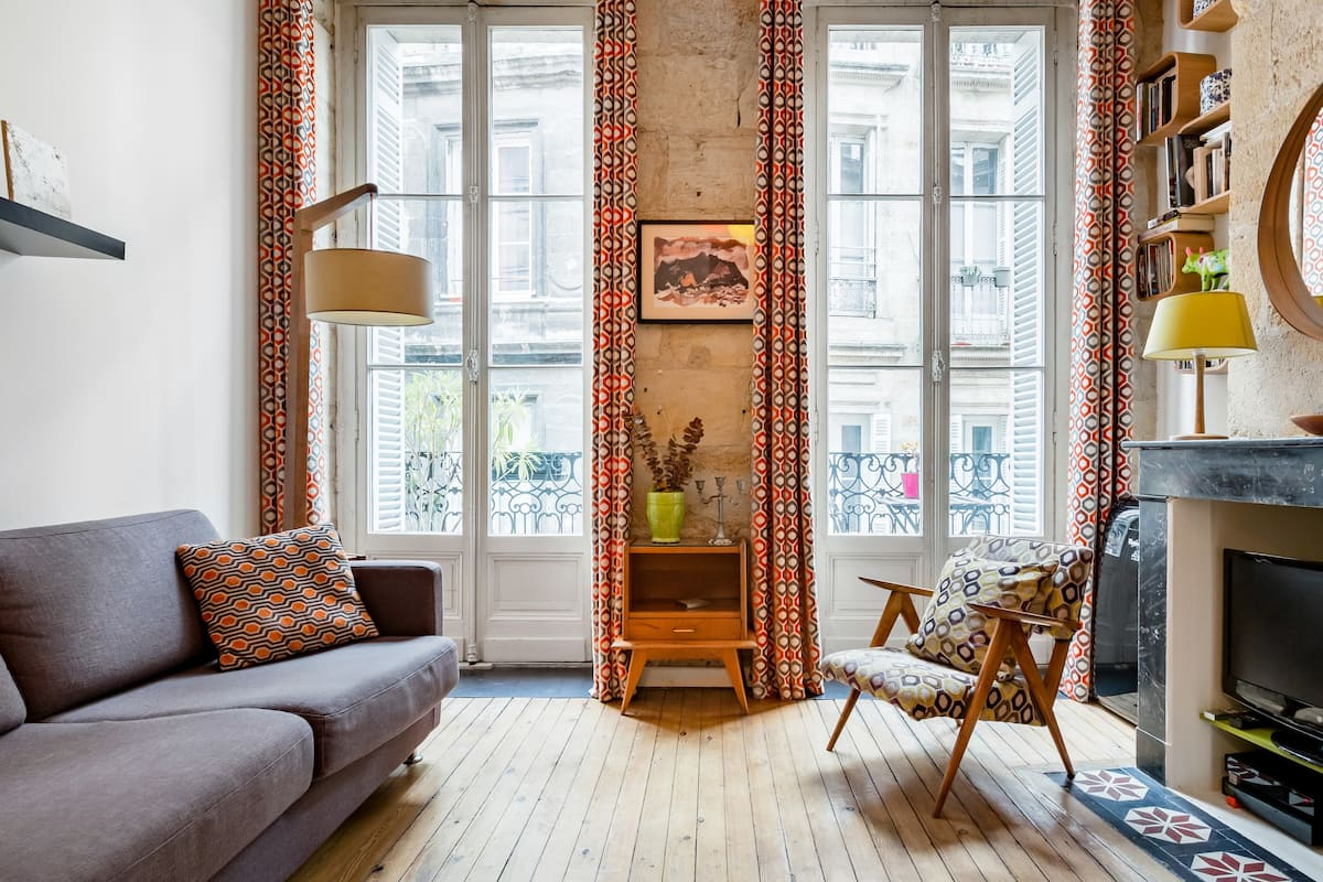 Chic Studio in an 18th Century Building in Bordeaux