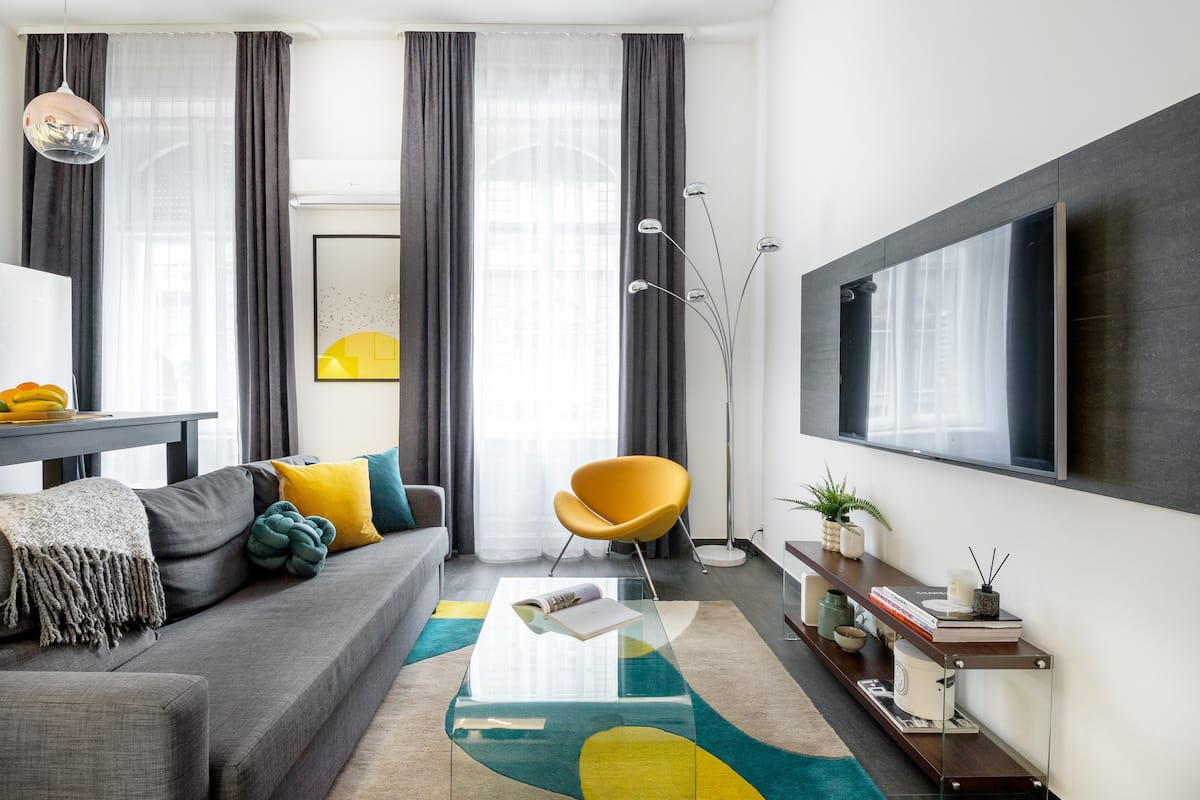 Funky and Contemporary Apartment in the Cool Jewish District