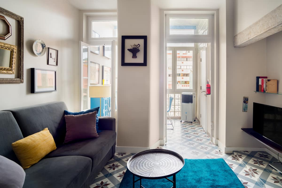 Enjoy Authentic Lisbon Living from a Charming 3rd Floor Flat