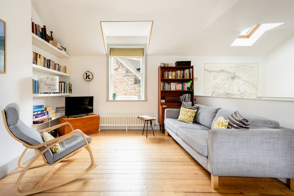 Cozy Up at a Georgian Mews Home near the City