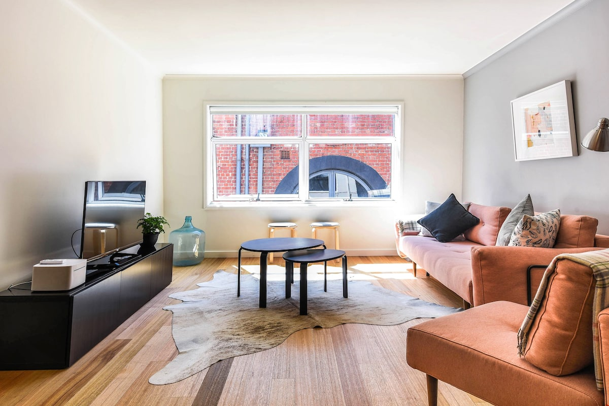 Architecturally Designed Apartment in Theatre Town