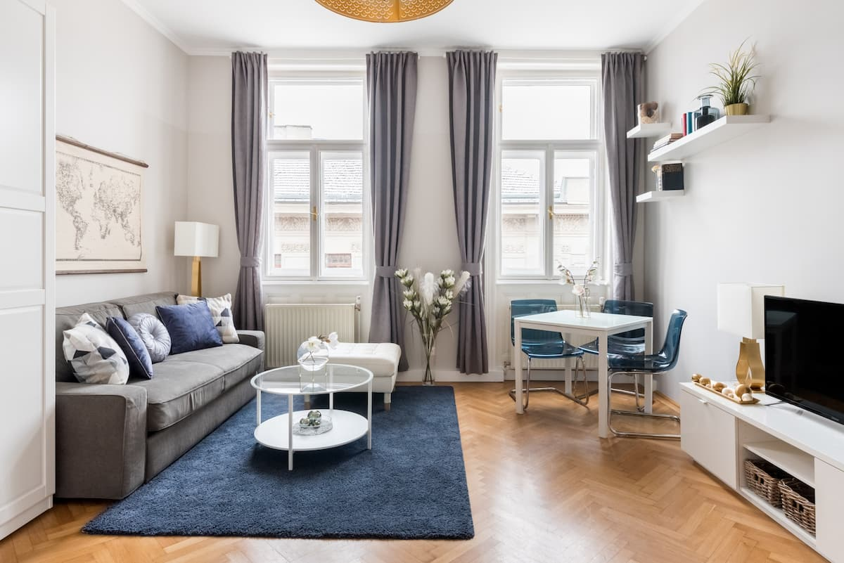 Explore Historic Landmarks from a Comfy Central Apartment