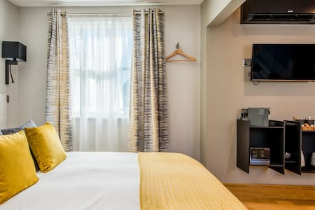 Number Four at the Hugo - King Junior Suite Canterbury