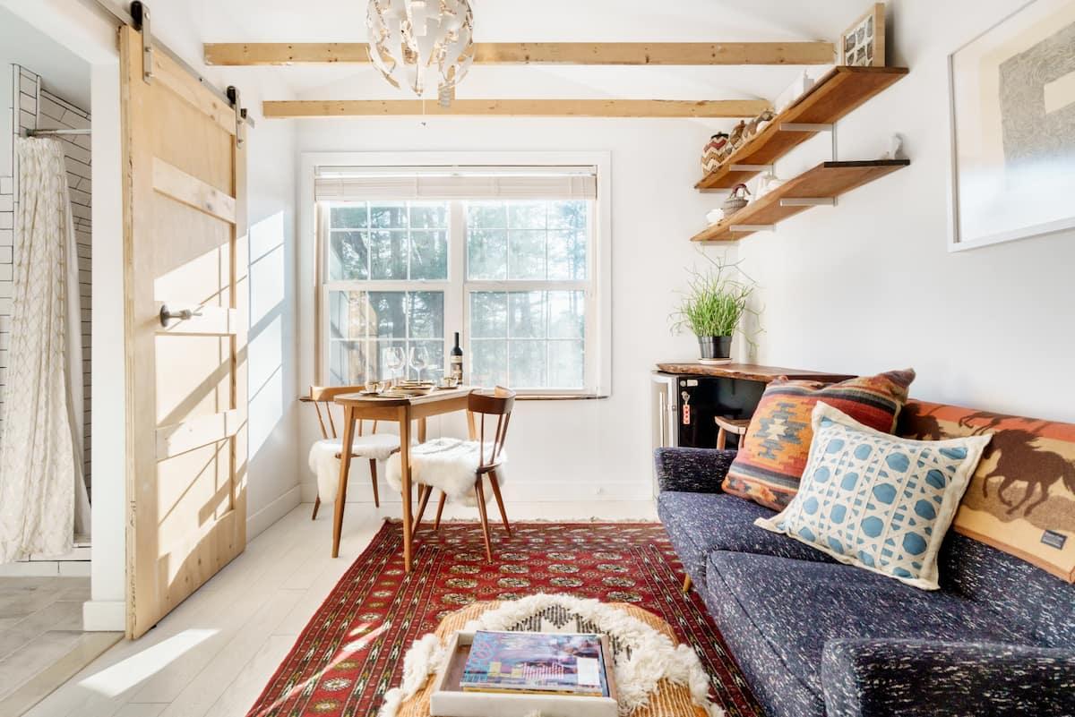 Renovated Studio Apartment in Attractive Sylvan Setting