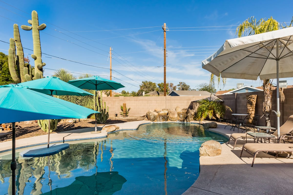Private Guest Suite, Private Pool, Hot-tub, Patio & Yard