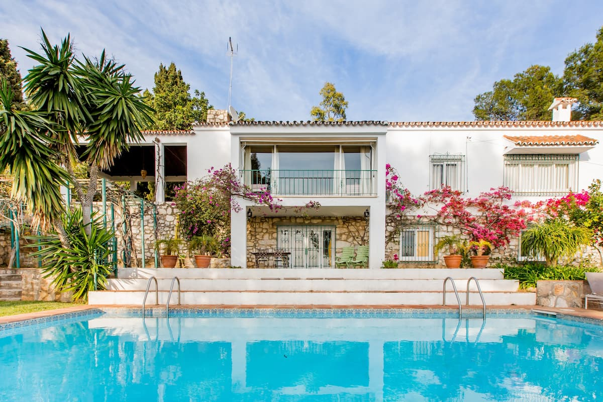 Spacious House with Extensive Gardens Overlooking Marbella