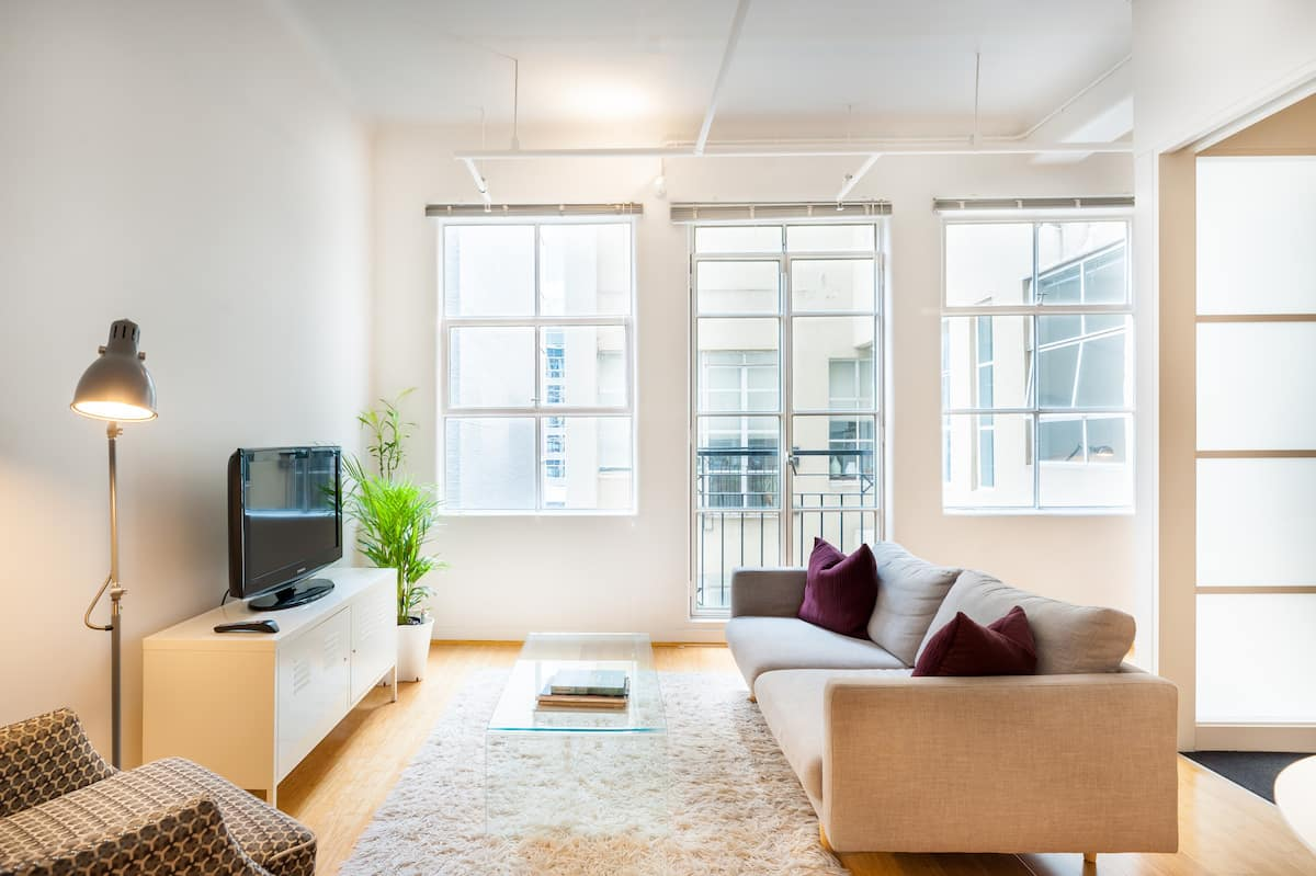 Classic and Contemporary Apartment on Collins St