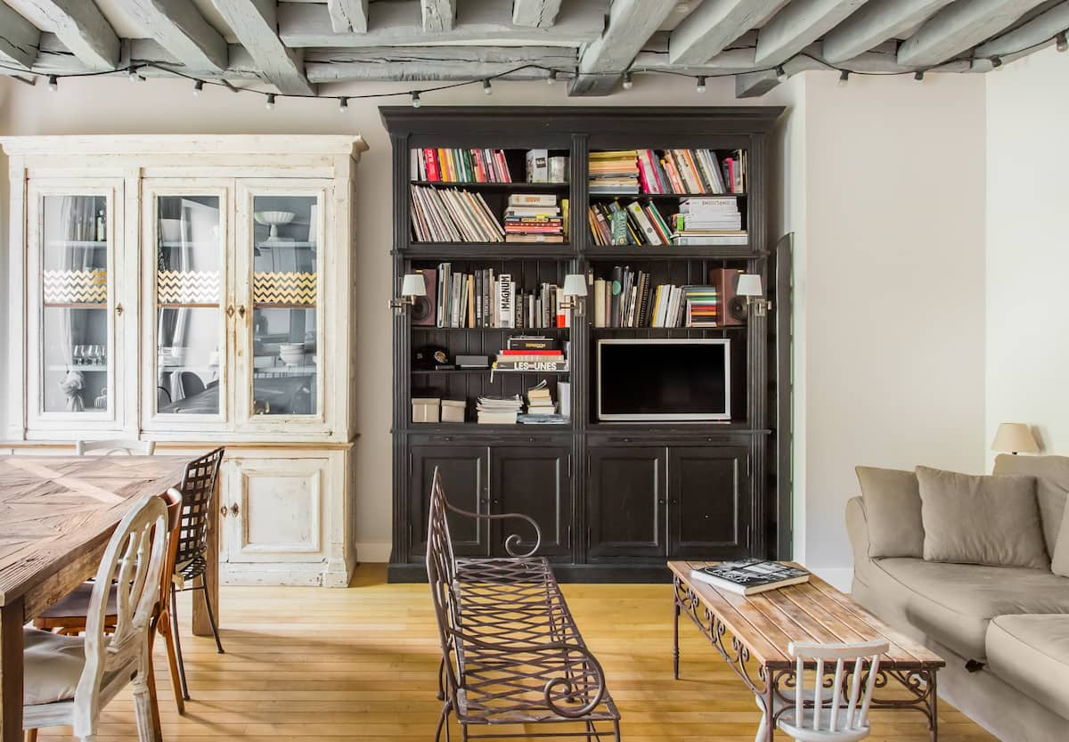 Superbe appartement sur cour dans le Paris ancien