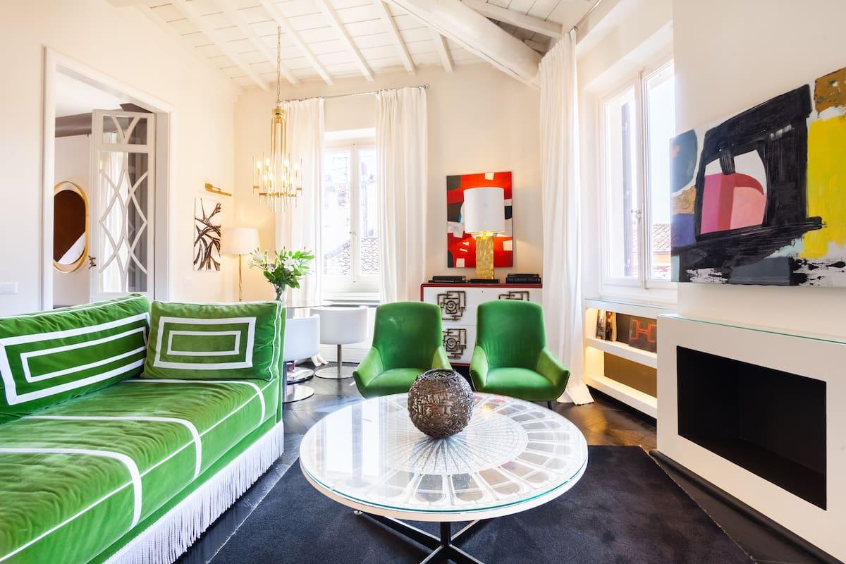 Appartamento dal design eclettico con vista sui tetti di Firenze