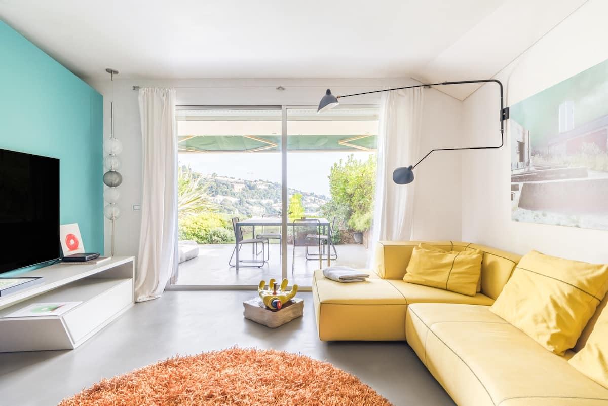 Appartamento molto curato, con piscina e vista sul mare