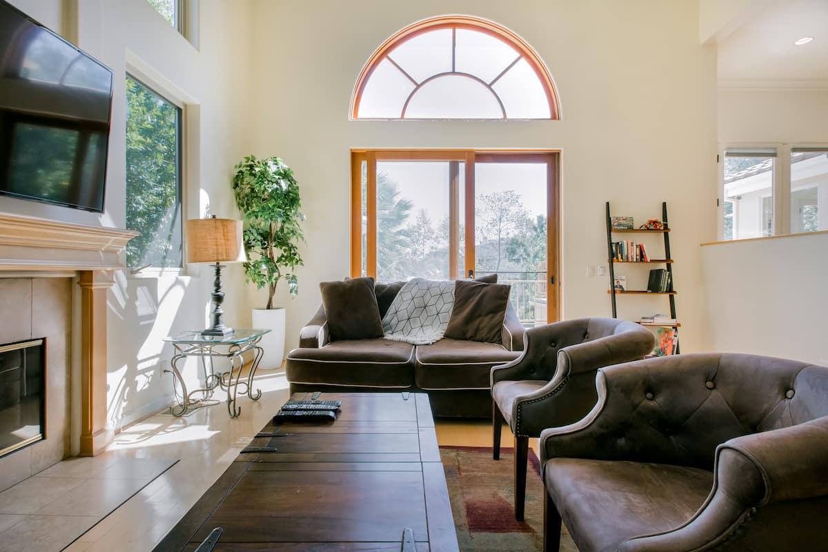 The Vista - Malibu Mountain Villa & Lush Fruit Filled Garden