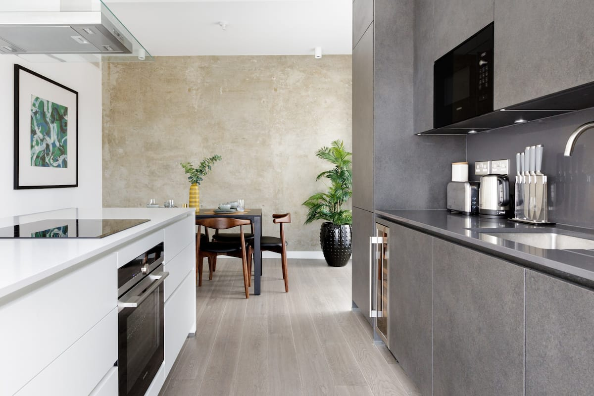 Light, Stylish Flat with High-End Accents in Hip Shoreditch