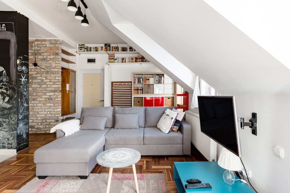 Relax Into Loft Living At A Light-Filled City Escape