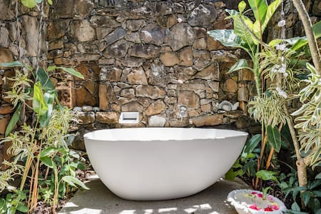 Byron Bay Studio with a Cosy Patio and Alfresco Soaking Tub