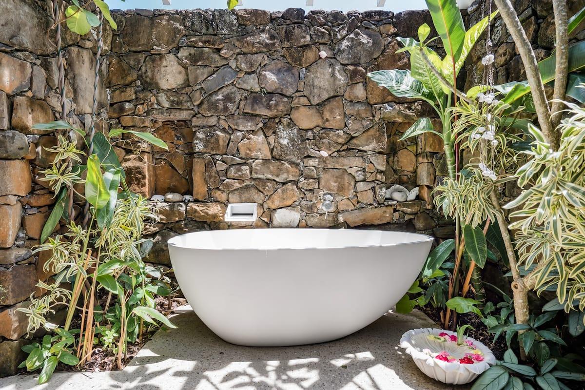 Byron Bay Studio with a Cosy Patio and Alfresco Soaking Tub