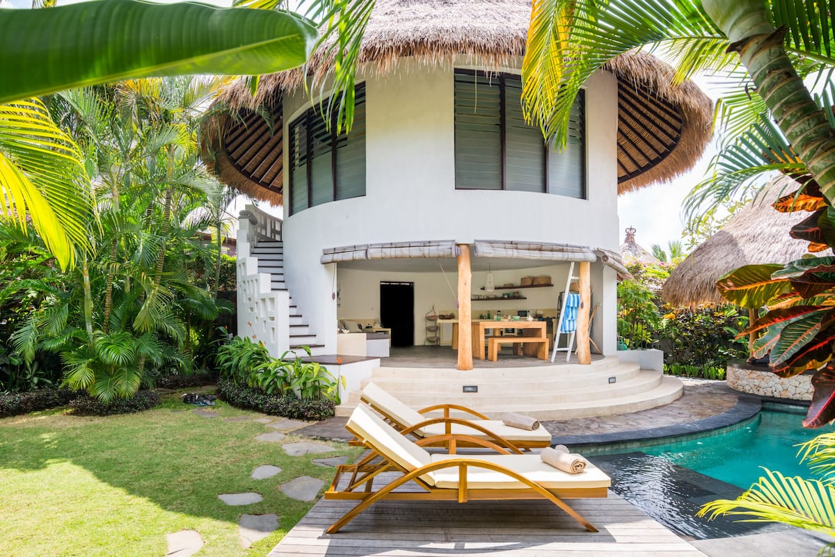 One-of-a-Kind Circular Oasis near Bingin Surf Break