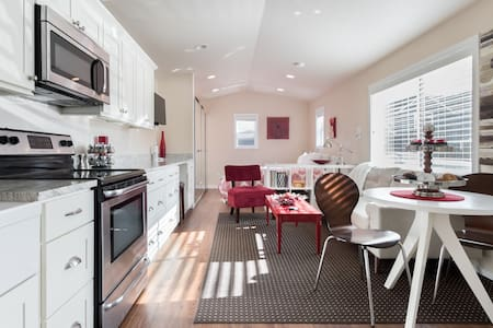 Detached Private Guest Cottage in Sought-After Neighborhood