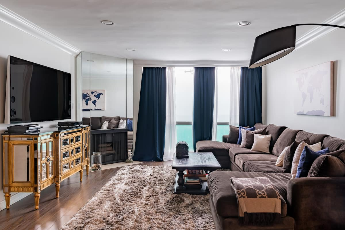 Classy Condo in Great West Hollywood Setting