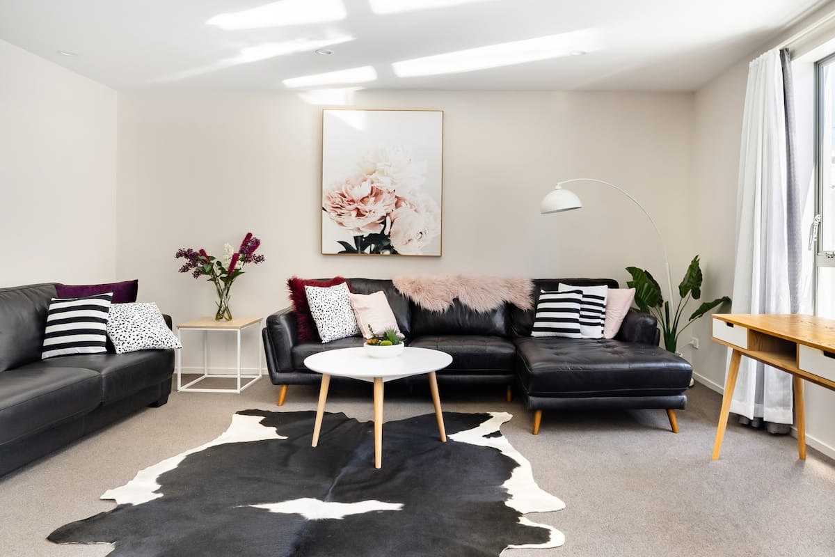 Refurbished Cathedral Junction Apartment in Heart of CBD