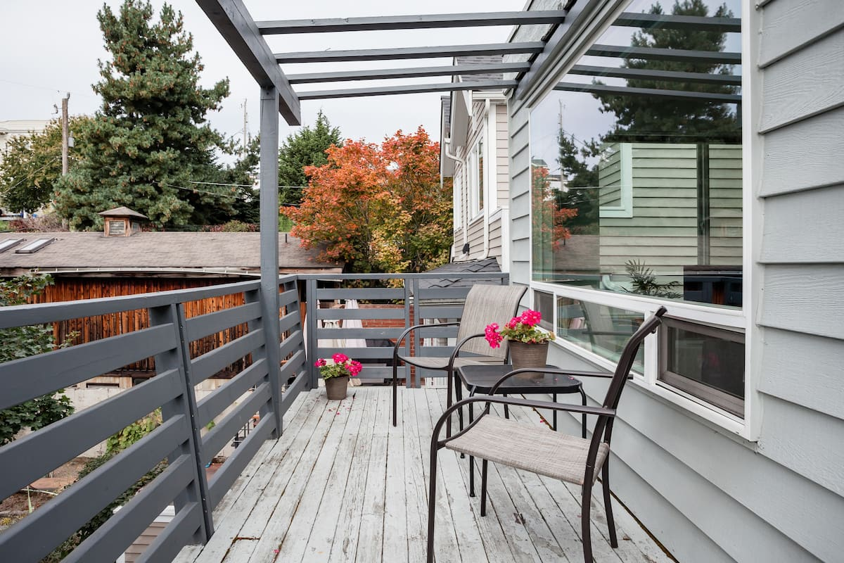 Bright Apartment with a Balcony in Queen Anne