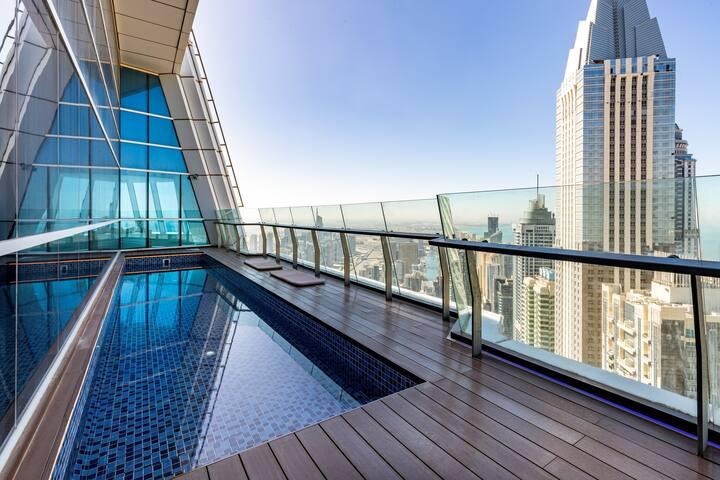 23 Marina Penthouse