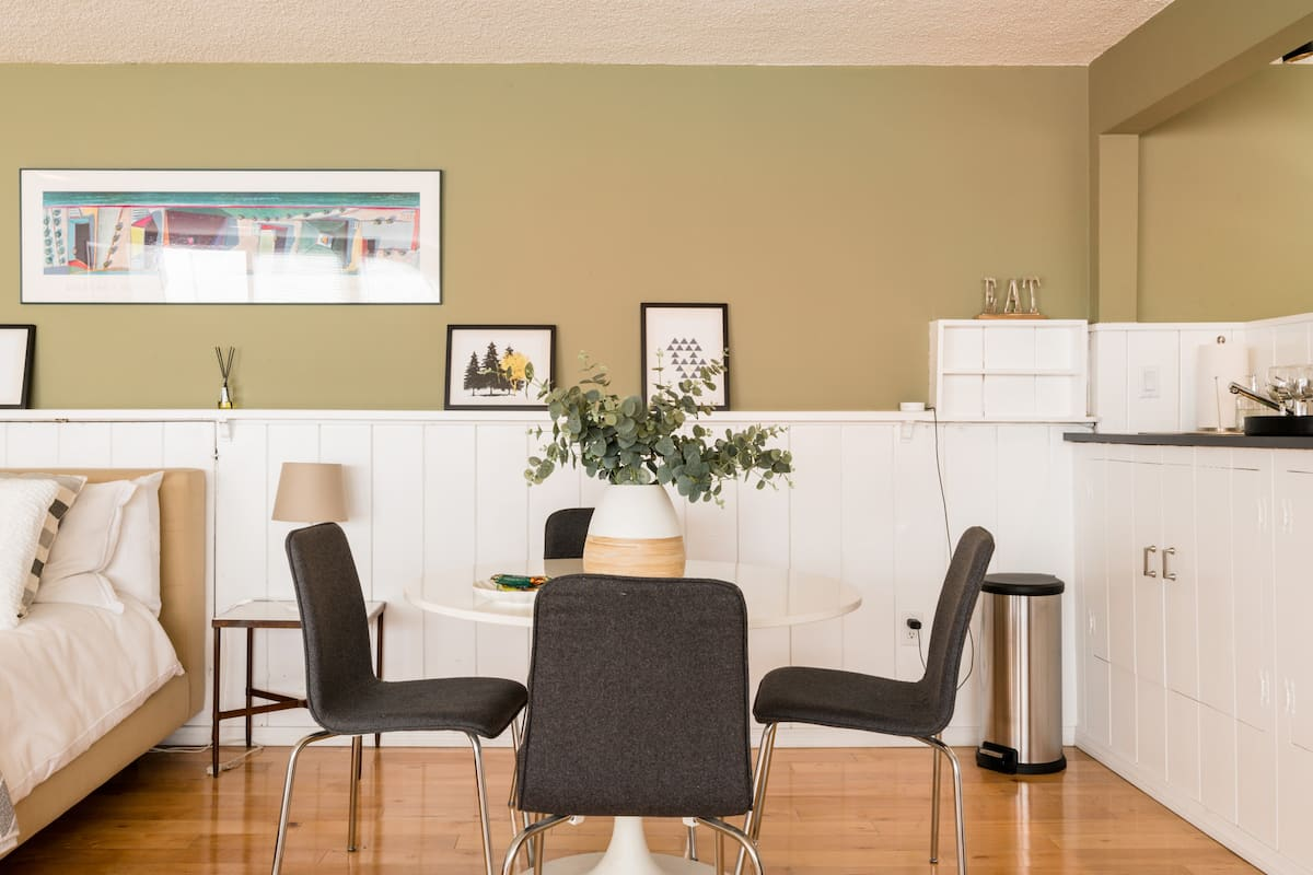 Remodeled Guest Suite in LA's Idylic Westside